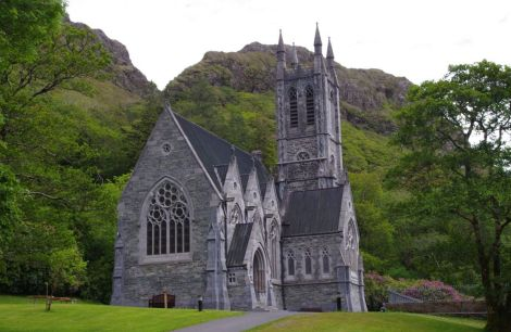 kylemore-abbey-gothic-church-connemara-ireland+1152_13074300378-tpfil02aw-22484