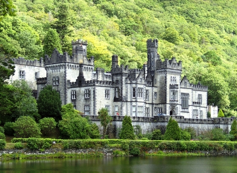 Kylemore_Abbey_-_general_view