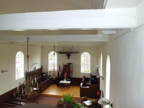 en nog een mooi kijkje van bovenaf op de kerkzaal