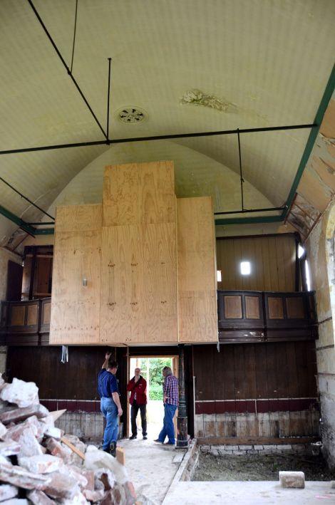orgel ingepakt tijdens sloop Garsthuizen / foto: Marien Bugel