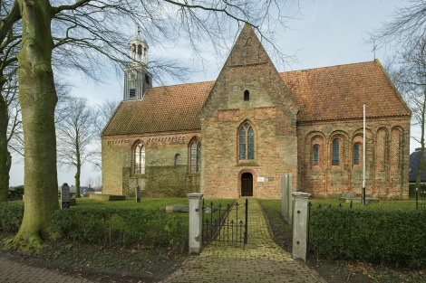 LEERMENS / 14-1-2014 / De Donatus kerk ligt op een wierde. Interieur en exterieur. / Foto: Omke Oudeman