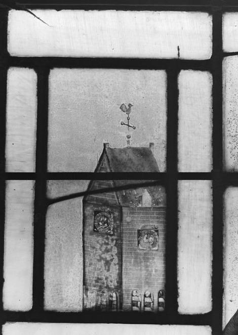 gebrandschilderd raam Ekenstein, Tjamsweer, met afbeelding van de toren te Wirdum. Foto: RCE